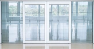Notranja steklena vrata z dekorativno folijo